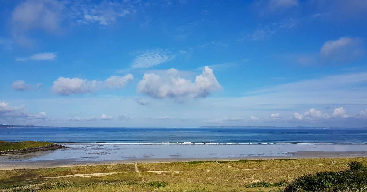 La baie de Douarnenez vue depuis les dunes de Sainte-Anne-la-Palud en AelYs